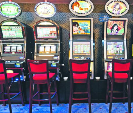 Dlaczego pojawia się taka uchwała, skoro automaty mogą być tylko w kasynach?