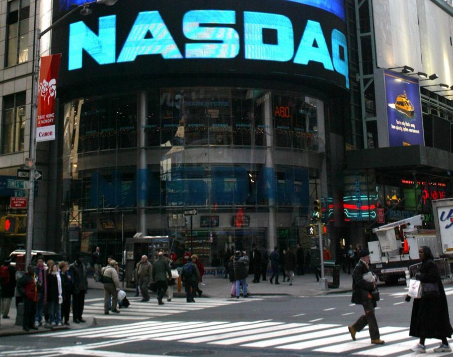 Siedziba giełdy Nasdaq przy Times Square w Nowym Jorku. Fot. EPA/JASON SZENES