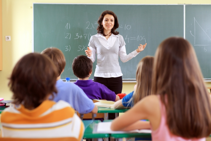 Nauczyciel prowadzący lekcję