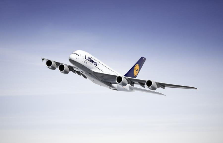 Opłata trasowa jest naliczana i pobierana przez Centralne Biuro Opłat Trasowych Eurocontrol w Brukseli.