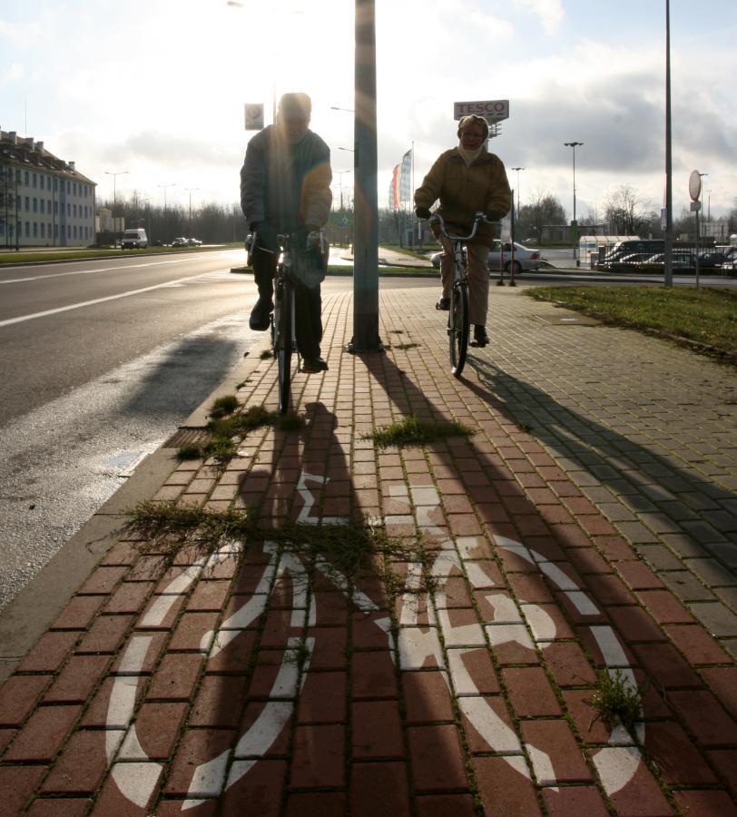 Dla krótkotrwałego wynajmu środków transportu miejscem świadczenia usług jest punkt, w którym pojazdy są faktycznie oddawane