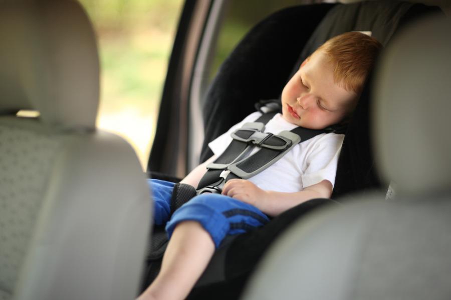 Możliwe będzie również przewożenie trzeciego dziecka w wieku co najmniej 3 lat w pasach bezpieczeństwa.