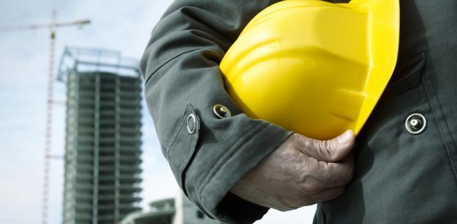 Środki ochrony indywidualnej oraz odzież i obuwie robocze stanowią własność pracodawcy.