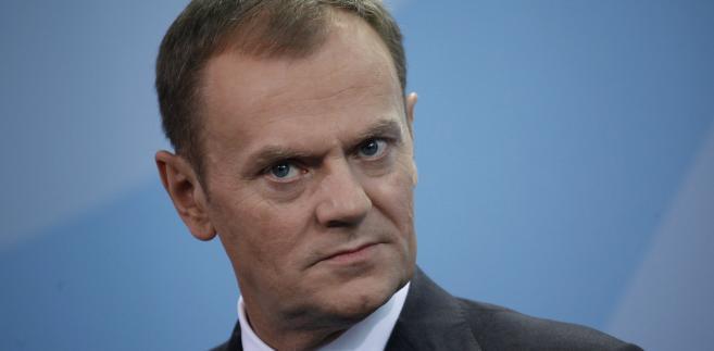 """""""Nie jest dzisiaj zasadne, aby państwa spoza strefy euro zastąpiły państwa ze strefy euro w rozwiązaniu problemów państw ze strefy euro - oświadczył Tusk w czwartek na konferencji prasowej w Brukseli."""