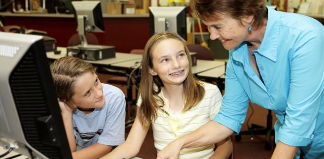 Warunkiem otrzymania przez nauczyciela pierwszego urlopu dla poratowania zdrowia jest przepracowanie co najmniej 7 lat w szkole.