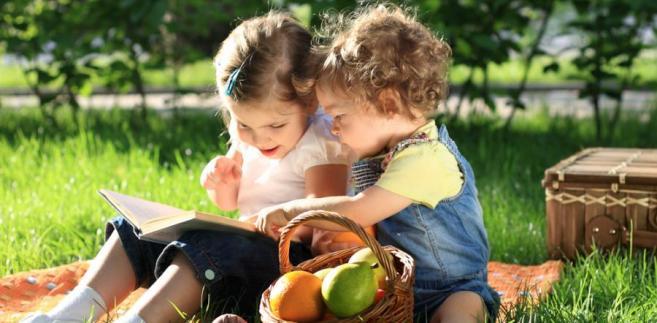 Nadal dziecku wolno nadać nie więcej niż dwa imiona, nie mogą mieć one formy zdrobniałej ani charakteru ośmieszającego lub nieprzyzwoitego