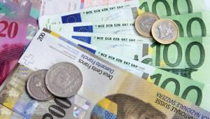Bankowcy z SNB ocenili, że dalsze umacnianie się franka może mieć poważny wpływ na gospodarkę.