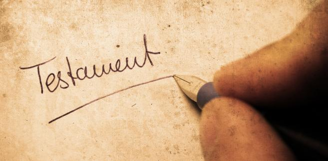 Jeśli spadkodawca zostawił kilka testamentów, konieczne jest ustalenie, który z nich obowiązuje