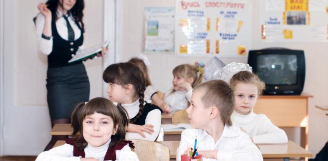 Maluchy w szkole (fot. shutterstock.com)