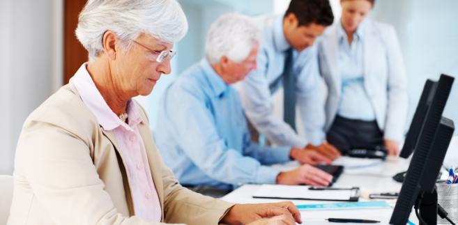 Rozwiązania prawne są szalenie istotne w dbaniu o ludzi starszych na rynku pracy, lecz nie mniej istotną kwestią jest podejście społeczne do tych osób