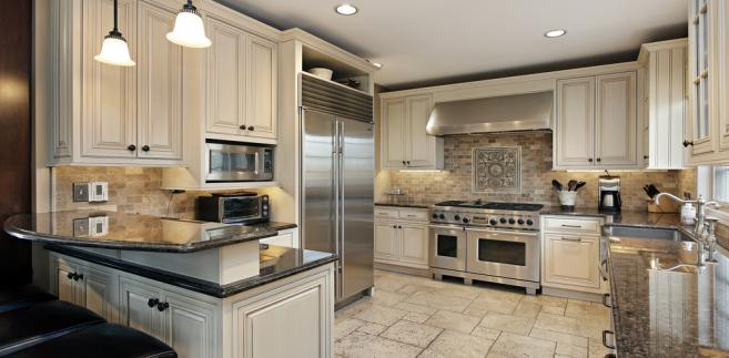 Chodziło o montaż elementów kuchennych w lokalach objętych społecznym programem mieszkaniowym.