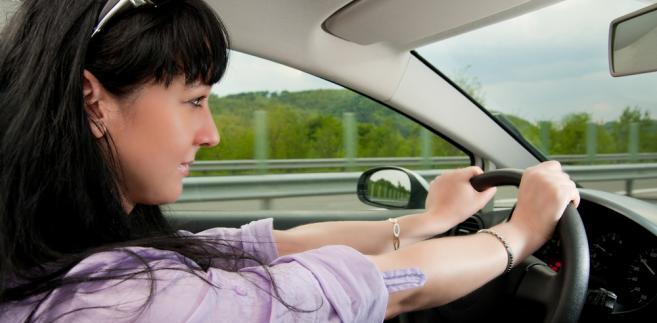 Nowe rozwiązania w zakresie dyscyplinowania kierowców naruszających przepisy ruchu drogowego zaczną jednak obowiązywać dopiero od 1 stycznia 2013 r.