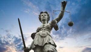Zdaniem RCL przyjęcie rozwiązań może spowodować uznanie takiej regulacji za niezgodną z art. 32 konstytucji