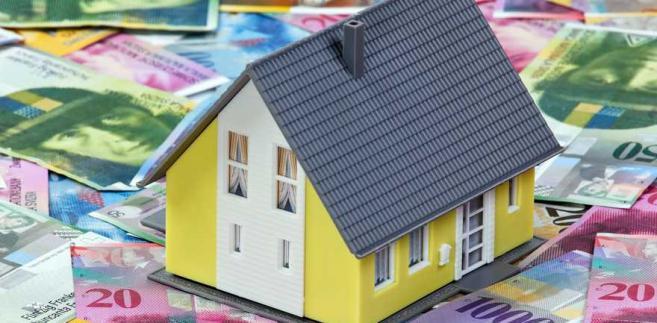 Kolejne ryzyko związane jest z odpornością klienta na wzrost kursu szwajcarskiej waluty, a mówiąc wprost – wysokości rat kredytu.