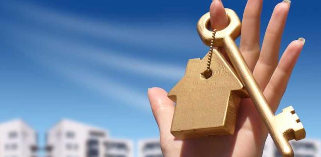 W umowie rezerwacyjnej deweloper najczęściej zobowiązuje się do czasowego wyłączenia z oferty konkretnego mieszkania, w zamian za odpowiednią opłatę wnoszoną przez kupującego
