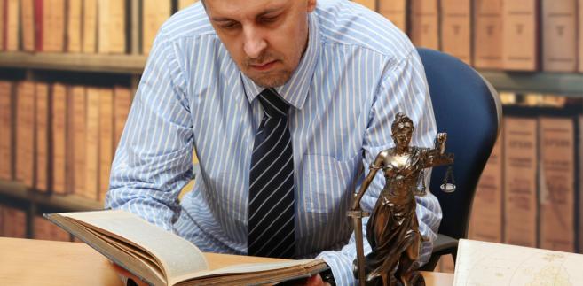 Od 2004 r. obowiązuje ustawa o swobodzie działalności gospodarczej (t.j. Dz.U. z 2015 r. poz. 584), z której wyraźnie wynika, że wskazani prawnicy, o ile prowadzą własne kancelarie, są przedsiębiorcami