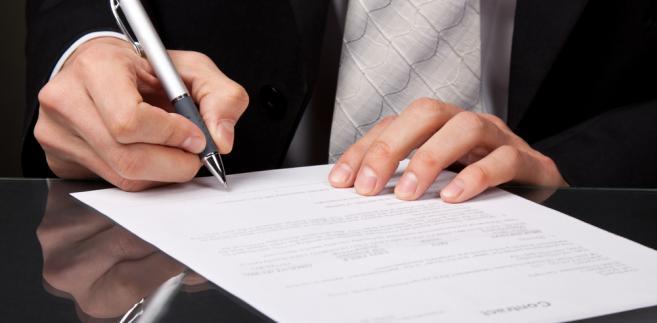 Zgodnie z ustawą petycje mogą składać osoby fizyczne, prawne oraz tzw. ułomne osoby prawne