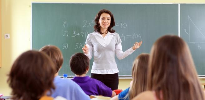 Czy samorząd musi zagospodarować nauczycieli z likwidowanej szkoły?
