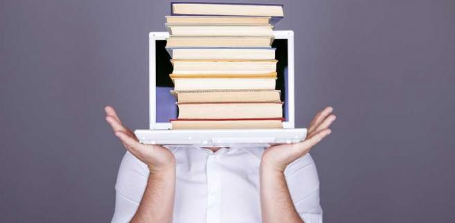 Książki, komputer, internet
