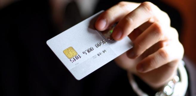 Bank ponosi odpowiedzialność za wady karty