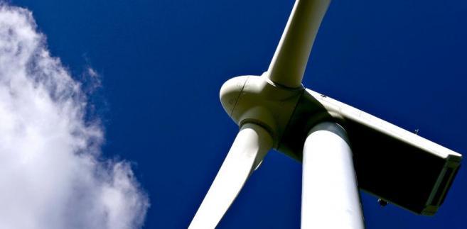 Farmy wiatrowe potrzebują wsparcia.