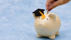 Stypendia rektora oraz socjalne wypłacane są przez 10 miesięcy w roku akademickim