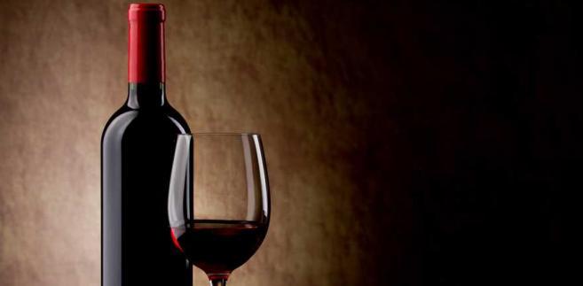 Problem dotyczy win produkowanych z owoców krajowych, do których dodawane są aromaty lub alkohol