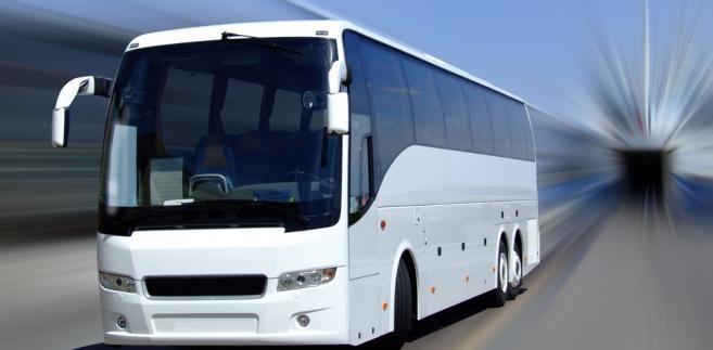 Przepisy unijne zobowiązują państwa członkowskie do wyznaczenia krajowego organu odpowiedzialnego za egzekwowanie tych przepisów, wyznaczenia terminali autobusowych i autokarowych, w których możliwe będzie udzielanie pomocy osobom niepełnosprawnym lub osobom o ograniczonej sprawności ruchowej oraz ustanowienia sankcji za ich naruszenie