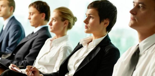 Firmy kuszą pracowników nie tylko dodatkowymi świadczeniami, ale też szkoleniami.