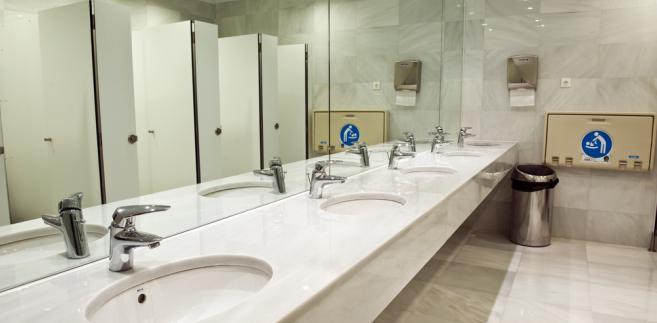 Stosownie do postanowień art. 233 kodeksu pracy pracodawca ma obowiązek zapewnić pracownikom odpowiednie urządzenia higieniczno-sanitarne oraz dostarczyć niezbędne środki higieny osobistej.