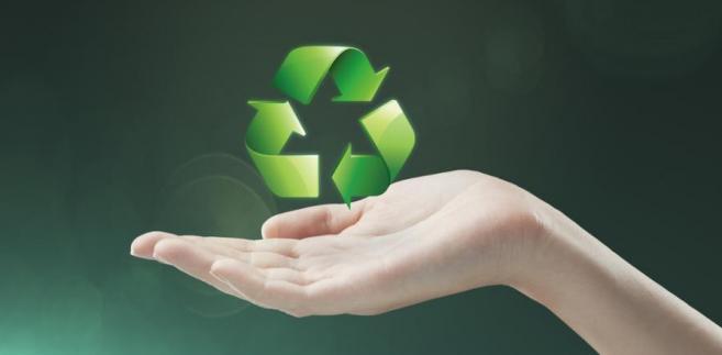 Orzeczenie aprobuje również ustanowienie z poziomu recyklingu dodatkowego kryterium oceny ofert.