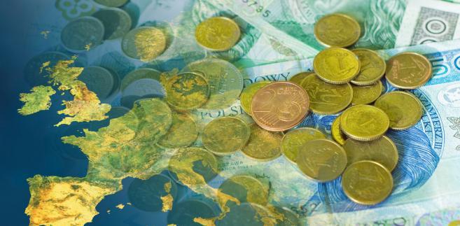 Polskie pieniądze na tle mapy Europy