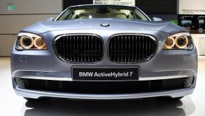 Najwiecej można zarobić na różnicach kursowych, gdy kupuje się luksusowe auta. Tu BMW ActiveHybrid 7