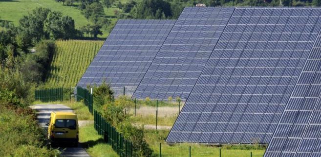 Na słoneczne panele i baterie wydano w 2011 roku 147 mld dolarów.