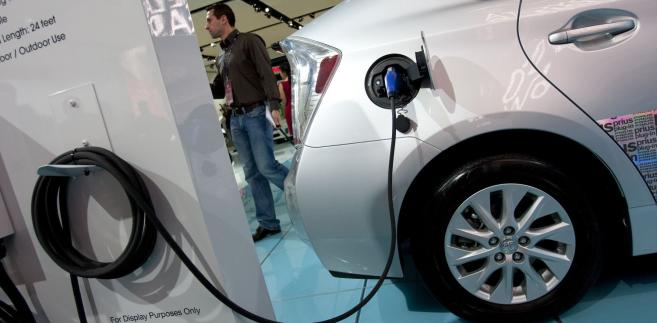 Na chińskich drogach testowanych jest 10 tys. samochodów z napędem elektrycznym.