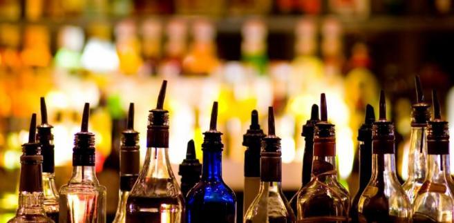 Pytanie zadała spółka, która w umowie z producentem alkoholu zobowiązywała się nie tylko do sprzedaży jego napojów, ale i ich promocji
