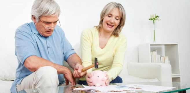 Przy wyliczaniu okresu składkowego i wysokości emerytury są brane pod uwagę składki odprowadzane zarówno do ZUS-u, jak i do KRUS-u.