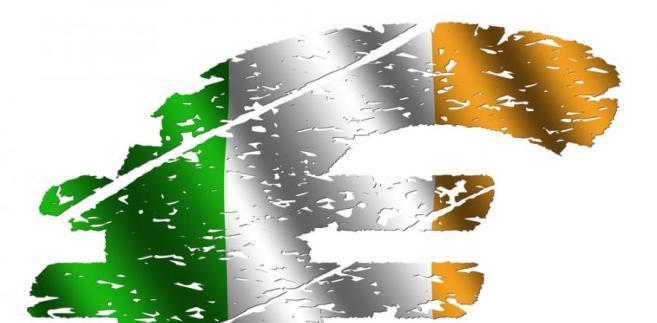Symbol euro i flaga Irlandii. Fot. Shutterstock