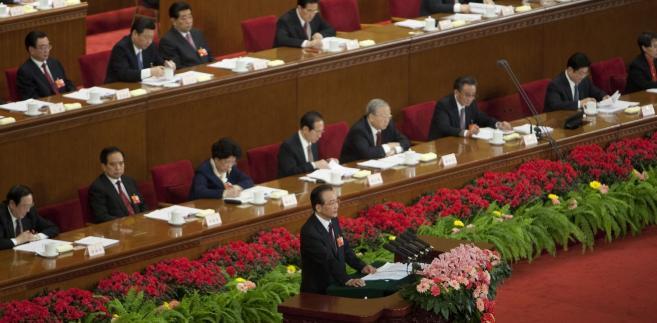 Premier Chin Wen Jiabao i chińscy deputowani. Wszyscy oni mogą korzystać z bardzo korzystnego państwowego systemu emerytalnego.
