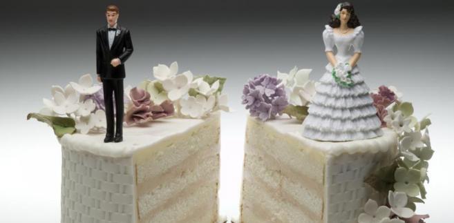 Wśród najczęściej występujących w praktyce przyczyn rozkładu pożycia małżeńskiego wymienia się m.in. zdradę małżeńską