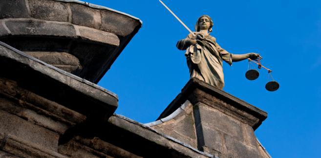 Sędzia Henryk Walczewski, sędzia Sądu Rejonowego Kraków-Śródmieście potwierdza, że zdarzają się osoby, którym trudno jest dotrzeć na rozprawy przed godz. 15.