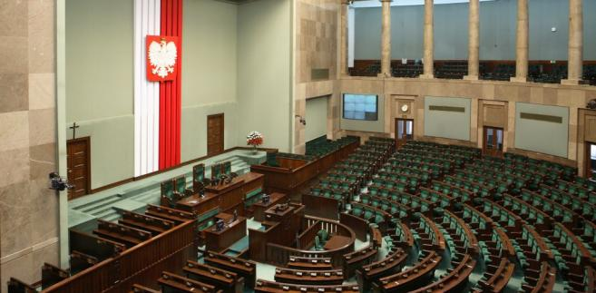Sejm uchwalił ustawę wstrzymującą sprzedaż państwowej ziemi