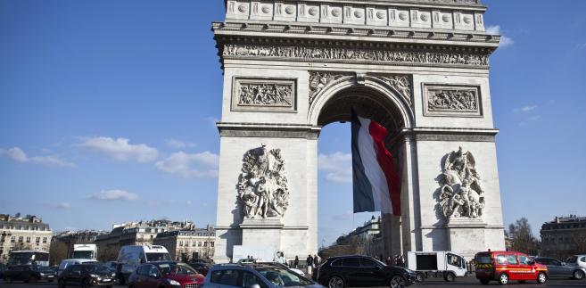 Zastraszanie imigrantów podczas stanu wyjątkowego we Francji,  fot. Balint Porneczi/Bloomberg