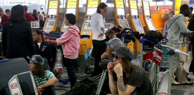 Pasażerom za zmianę lotu należy się odszkodowanie