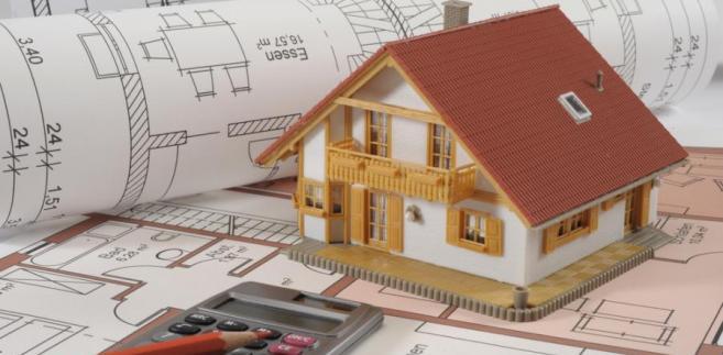 Czy wydatki na wymianę pokrycia dachu firma powinna uznać za koszty pośrednie?