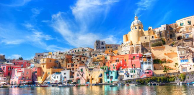 Prasa zwraca uwagę na alarmujące dane dotyczące rynku nieruchomości. W 2011 roku kupiono we Włoszech około pół miliona domów i mieszkań; tyle samo, co w 1998 roku.