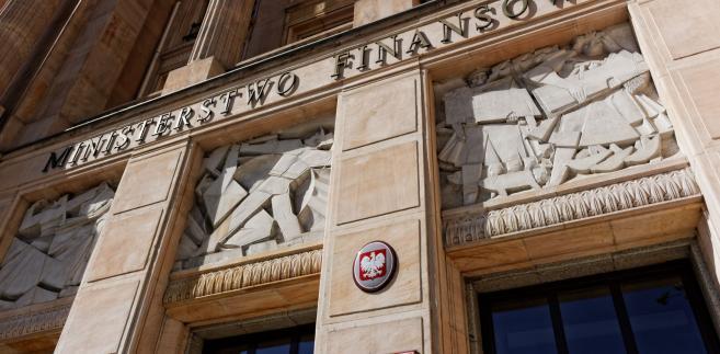 """Przepisy dotyczące cen transferowych, wprowadzone ustawą z 23 października 2018 r. o zmianie ustawy o PIT, ustawy o CIT, ustawy – Ordynacja podatkowa oraz niektórych innych ustaw (Dz.U. z 2018 r. poz. 2193), zwanej dalej """"ustawą zmieniającą"""", stosuje się – co do zasady – do dochodów (przychodów) uzyskanych od 1 stycznia 2019 r."""