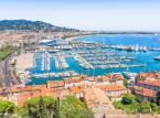 <strong>Cannes</strong> <br></br> Francuska stolica kina. Główną promenadę miasta wyznacza bulwar La Croisette, wzdłuż którego ciągną się jedne z najdroższych hoteli w mieście (wraz ze słynnym hotelem Carlton - InterContinental). Prestiżowy międzynarodowy festiwal filmowy odbywa się tu od 1946 roku. <br></br>