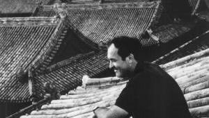 Bernardo Bertolucci na planie filmu Ostatni cesarz (1987)