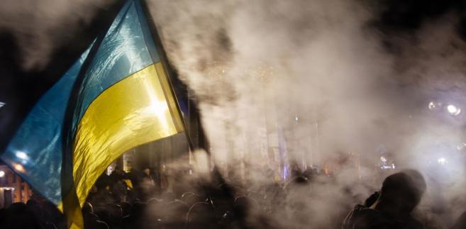 Wojna rosyjsko-ukraińska trwa już od prawie pięciu lat. I jeśli można wymienić jakieś pozytywne skutki wprowadzonego właśnie na Ukrainie stanu wojennego, na szczycie listy powinniśmy zapisać właśnie przypomnienie światu o tym prostym fakcie
